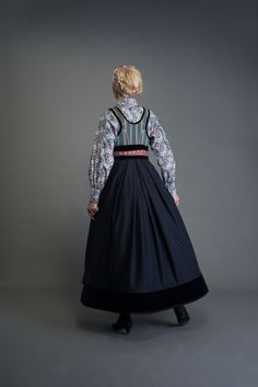 2017-10-Eva-Bunad-532-fin Folk Costume, Costumes, Fast Fashion, Womens Fashion, Scandinavian Fashion, Traditional Dresses, Vintage Dresses, Doll Clothes, How To Wear