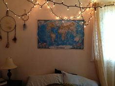 teen bedroom, map, lights, dreamcatcher, tumblr