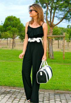 Fashion and Style Blog / Blog de Moda . Post: Comfort / Comodidad .More pictures on/ Más fotos en : http://www.ohmylooks.com/?p=23488 .Llevo/I wear: Bag/Bolso : Lesaint ; Sunglasses/Gafas de sol : Mango