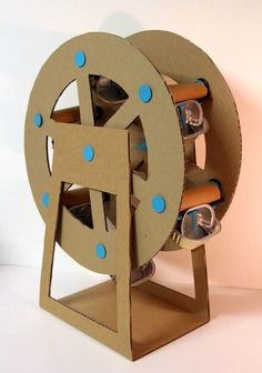 roue manège fête foraine Can we make a huge one for the sanctuary and move it each week leading up to VBS? Page of super cute crafts to do with cardboard, like this Ferris Wheel. Vbs Crafts, Cute Crafts, Crafts To Do, Crafts For Kids, Arts And Crafts, Paper Crafts, Carton Diy, Diy Karton, Cardboard Toys