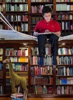 schwebendes Netz für Kinder in der Bibliothek