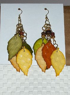 great earrings - tutorial for embossed toilet paper at:  http://la-almohada.blogspot.com/2012/02/my-creative-jump-start-2012.html