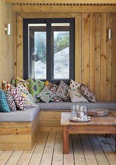 Wooden seating area and coffee table: Living Room African Interior Design, African Design, Interior Design Tips, Design Ideas, Cozy Nook, Cozy Corner, Global Decor, Bohemian Interior, Asian Decor