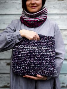 Diy Accessories, Knit Crochet, Crochet Bags, Beautiful Bags, Purses And Bags, Sequin Skirt, Knitting, Pretty, Zero Waste