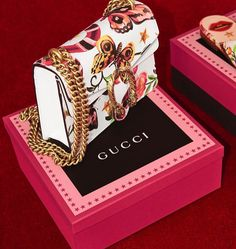 The Dionysus mini bag in leather is introduced with the Gucci Garden print, a be… – Mode für Frauen Gucci Handbags, Luxury Handbags, Purses And Handbags, Gucci Bags, Designer Handbags, Designer Bags, Gucci Purses, Sacs Design, Louis Vuitton