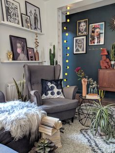 How To Style Your Home With Art And Colour – Mineheart Speaks With Agi Dmochowska To Find Out! - Eclectic Home Decor Quirky Living Room Ideas, Quirky Bedroom, Quirky Home Decor, Living Room Inspiration, My Living Room, Living Room Interior, Interior Inspiration, Living Room Decor, Bedroom Decor