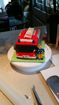 Zum 30igsten Geburtstag unseres Sohnes. Schokoladenkuchen war hier die Grundlage