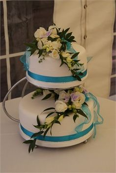 The colours on this are very nice, and I like the idea of flowers on the cake, but i'm not sure about having 2 separate tiers.