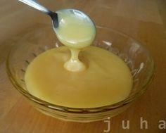 domácí salko 600 ml plnotučného mléka 200 g cukru 40 g másla (nemusí být) Mléko,  cukr a máslo přivedeme prudce k varu. Při varu stáhneme plamen a za neustálého míchání vaříme až do zhoustnutí cca 20 minut. Záleží na tom, jak husté chceme Salko,zhoustne, jakmile jej zchladíte. Pokud chceme karamelové Salko, dáme do hrnce nejdříve máslo a cukr, společně necháme zkaramelizovat, pak přiléváme mléko.  Kakaové mléko Pikao - po zhoustnutí prosát do Salka Holandské kakao. http://carujeme.cz