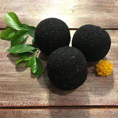 :: ° P a g a n Magick ° :: black-magic-purifying-bath-bomb Homemade Beauty, Diy Beauty, Black Bath Bomb, Homemade Bath Bombs, Bath Bomb Recipes, Lush Bath Bombs, Diy Scrub, Diy Spa, Black Magic