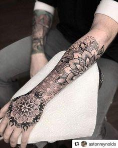 Mandalas Tattoos, Dotwork Tattoo Mandala, Mandala Hand Tattoos, Mandala Tattoo Sleeve, Wolf Tattoo Sleeve, Tattoo Sleeve Designs, Tattoo Designs Men, Sleeve Tattoos, Geometric Tattoo Forearm