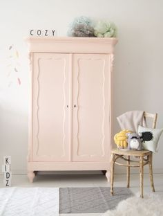 Awesome Scandinavian wardrobes for your kids' bedroom decor | Take a look at this selection of Scandinavian wardrove for your kids' bedroom decor. More at circu.net. Bedroom Furniture, Diy Furniture, Bedroom Decor, Wall Decor, Woodworking Furniture, Furniture Plans, Pastel Furniture, Wardrobe Furniture, Furniture Cleaning