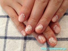 ピンクのグラデーションネイルに流れるようにクリスタルストーン Crystal stone to flow gradation nail pink