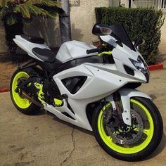 GSXR 750 amazing accents on this bike