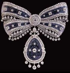 Cartier's Bow Brooch, which was inset with panels of carved quartz crystal