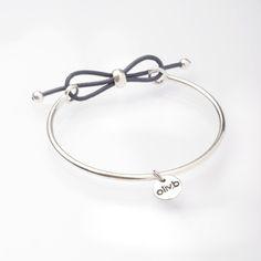 Jonc en métal argenté réglable avec un noeud en cordon de cuir ! By Oliv.b