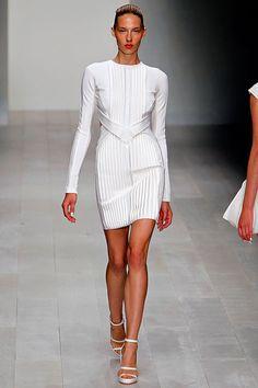 Tendencias 2013 vestidos blanco para el verano - David Koma