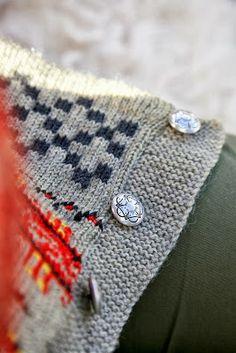 Leven Bright: * Haukeliseter Kofta * Dere, Knit Crochet, Brooch, Knitting, Sweaters, Crafts, Folklore, Knits, Craft Ideas