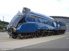 This beauty is the 4468 Mallard. It holds the world speed record for steam locomotives : pics Diesel Locomotive, Steam Locomotive, Mallard Train, Cool Gifts For Kids, Train Pictures, Rolling Stock, Train Car, Steam Engine, Motor Car