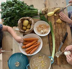 Barnas egen grønnsakssuppe — FAMILIEMAT Carrots, Sausage, Meat, Vegetables, Food, Families, Sausages, Veggies, Essen
