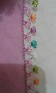 This Pin was discovered by Gül Knitted Poncho, Knitted Shawls, Crochet Unique, Bordados E Cia, Hand Embroidery Stitches, Needle Lace, Diy Flowers, Flower Diy, Lace Design