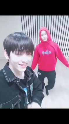 soobin and kai TXT Kpop Gifs, Kpop Memes, Video T, Foto Bts, K Pop, Jooheon, Fandom, Meme Faces, Cute Gif