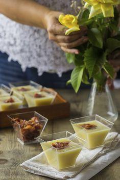 Crema de puerros y pera con crujiente de jamón #sinlacteos #singluten Canapes, Sin Gluten, Catering, Cooker, Food And Drink, Appetizers, Cream, Bechamel, Recipes