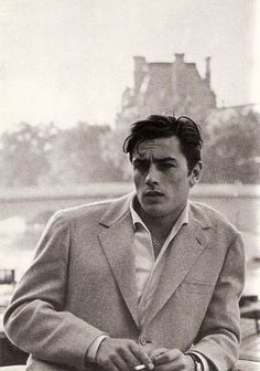 In the late and early Alain Delon was the breathtakingly good-looking James Dean of French cinema. The 'male Brigitte Bardot' soon proved to be also a magnificent actor in masterpieces by Luchino Visconti and Michelangelo Antonioni. Classic Hollywood, Old Hollywood, French Films, Brigitte Bardot, Belle Photo, Vintage Men, Vintage Hats, Vintage Images, Movie Stars