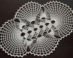 Size: 43 cm x 30 cm / inch x inch Thick yarn Crochet Mat, Crochet Doily Diagram, Crochet Bikini Pattern, Crochet Square Patterns, Crochet Squares, Filet Crochet, Crochet Designs, Crochet Doilies, Crochet Storage