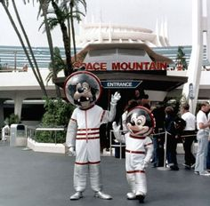 Space Mountain entrance, Tomorrowland, Disneyland, s-early Disneylândia Vintage, Disney Vintage, Photo Vintage, Vintage Disneyland, Old Disney, Disney Love, Disney Magic, Disney Pixar, Punk Disney