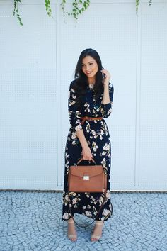 Vestido longo : http://www.shein.com/Navy-Long-Sleeve-Floral-Maxi-Dress-p-240771-cat-1727.html?utm_source=criscomqueroupaeuvou.blogspot.com.br&utm_medium=blogger&url_from=criscomqueroupaeuvou Post completo: http://www.crisfelix.com.br/2016/04/look-da-cris-vestido-longo-floral-shein.html