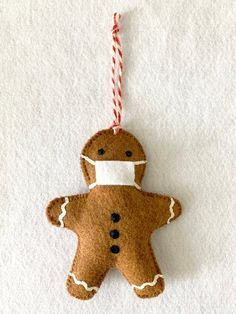 Gingerbread Ornaments, Felt Christmas Ornaments, Felt Christmas Decorations, Diy Christmas Gifts, Christmas Projects, Christmas Holidays, Gingerbread Man, Kids Christmas Crafts, Kids Ornament