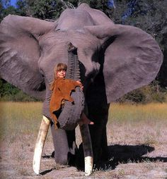 Real Life Mowgli--Tippi Degre in the African wild.with elephant Wild Animals In Africa, African Animals, African Jungle, Beautiful Creatures, Animals Beautiful, Animals Amazing, Animals And Pets, Cute Animals, Exotic Animals