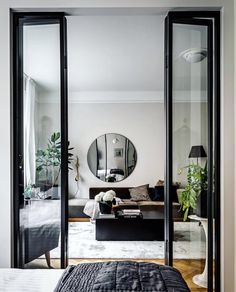 """3,661 gilla-markeringar, 24 kommentarer - UNIQFIND (@uniqfind) på Instagram: """"How inviting is this room. We can't decide which we like better the circular mirror or the entry…"""""""