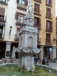 Fuente de Orfeo o del perro en la Plaza de la Provincia