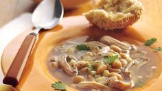 Enjoy this slow-cooked chicken and corn chili made using Progresso® chicken broth, Green Giant® Niblets® white shoepeg corn and beans - a hearty dinner.