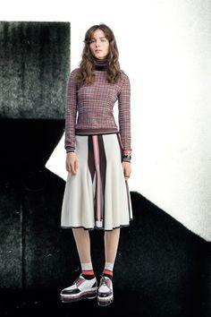 Guarda la sfilata di moda Missoni a New York e scopri la collezione di abiti e accessori per la stagione Pre-Collezioni Autunno-Inverno 2017-18.