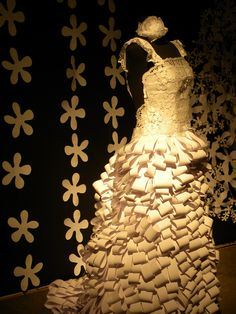 Vestido hecho en papel por Valentina Arte y Papel