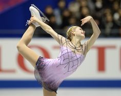 Better view of Gracie Gold's dress. Love it.