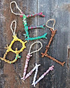 Natural Crafts Tutorials: Great Twig Crafts for Kids Colorful Yarn Bombed Twigs Letter Ornaments. The pop of color meets the rustic charm of autumn foliage in this yarn twigs letter ornaments. Yarn Bombing, Twig Crafts, Craft Stick Crafts, Fun Crafts, Kids Nature Crafts, Yarn Crafts Kids, Decor Crafts, Summer Crafts, Simple Crafts