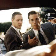 Still of Russell Crowe and Guy Pearce in L.A. Confidential (1997)