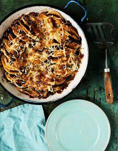 Bataatti-mustapapuvuoka | Soppa365 Raw Food Recipes, Vegetarian Recipes, Healthy Recipes, Healthy Food, I Love Food, Risotto, Macaroni And Cheese, Pie, Cooking