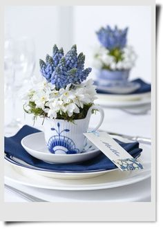 love this blue themed table