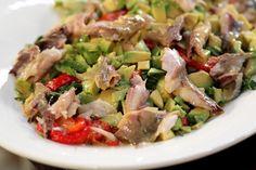 Быстрый салат с копченой скумбрией