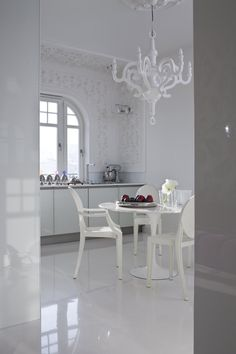 White | White Louis Ghost by Philippe Starck