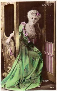アンティーク ポストカード*素敵なドレスの美しい女性 Arlette Dorgere - 雑貨 -【garitto】
