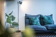 Simple sofa, floorlamp and a plant. Scandinavian Table Lamps, Scandinavian Living, Simple Sofa, Small Living Rooms, Floor Lamp, Plant, Couch, Ceiling Lights, Throw Pillows