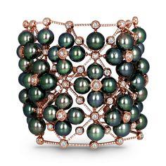 Jacob & Co. Fine Jewelry: La Pearlina rose gold bracelet set with 67 green tahitian south sea pearls Cartier Jewelry, Cartier Love Bracelet, Pearl Jewelry, Bracelet Set, Bangle Bracelets, Lotus Jewelry, Jewlery, Bangles, Modern Jewelry