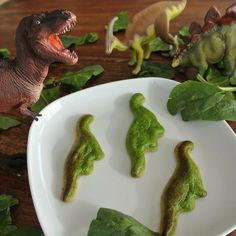 Dinosaur quiche, anyone? A traditional spinach quiche gets a technology makeover with the printer Foodini, which churns out foods in fun shapes, like dinosaurs and butterflies. Real Food Recipes, Healthy Recipes, Food Technology, Spinach Quiche, Cool Mom Picks, Crunch, Edible Food, Food Science, Love Food