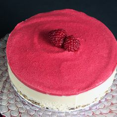 Heavenly Raw Vegan White Chocolate and Raspberry Cheesecake via @audreysnowe